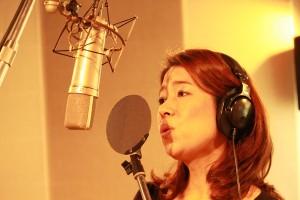 晴天桜花レコーディング中の「LieN –リアン-」ボーカルの三谷朋世氏。